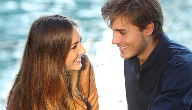 Hướng dẫn cách nói chuyện hài hước với bạn gái